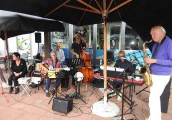 Haarlemse tennisvereniging Overhout met muziek van Jazz goes on