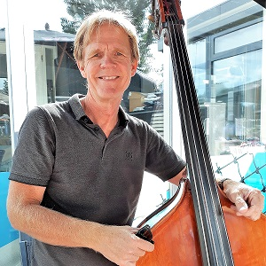 Jazz goes on - Kees bassist
